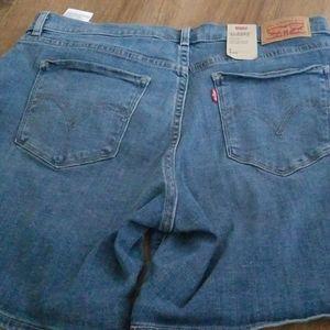 Levi's classic shorts NEW